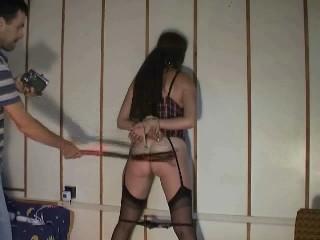 Lust Sklavin gefesselt, ausgepeitscht und als Blas Luder benutzt